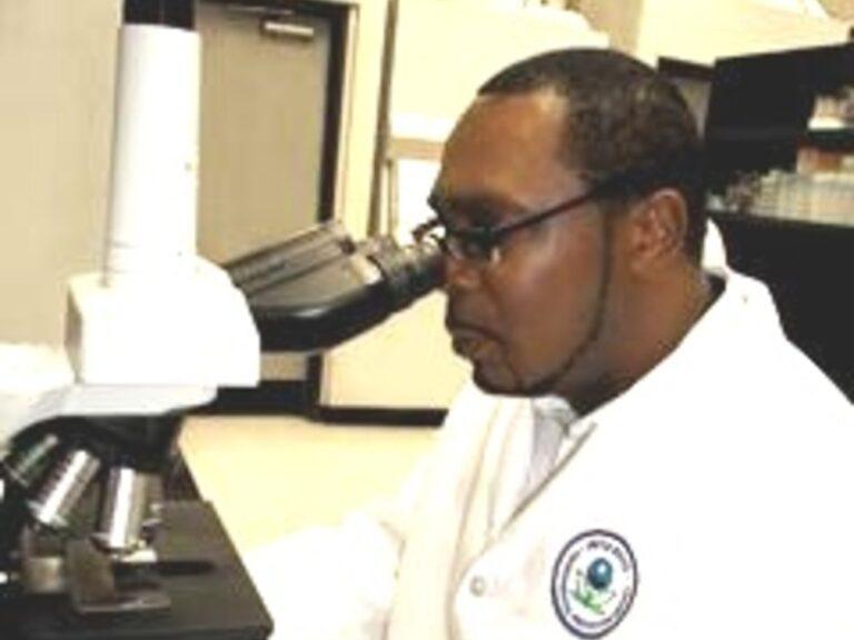 Dominican Scientists Promote Vaccine Acceptance